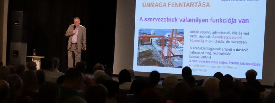 Prof. dr. Csányi Vilmos nyitotta meg az új évadot!
